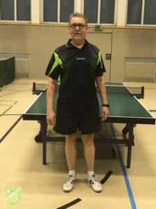 Detlef Gleiss steuert als Kapitän 2 Einzelsiege bei und führt die Senioren als Tabellenführer in die Herbstpause